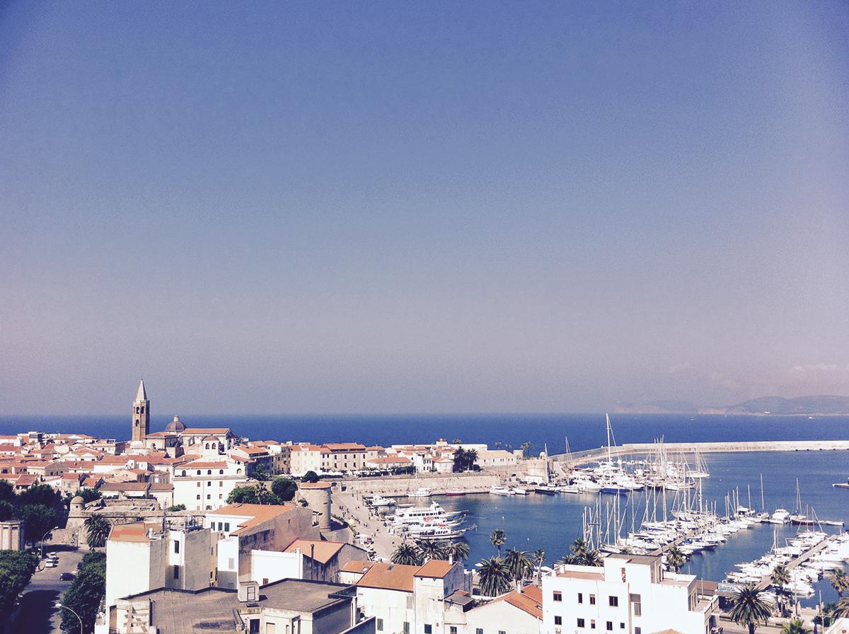 Katalanische Geschichte, schönes Stadtbild, traumhafte Lage, praktischer Hafen: Alghero