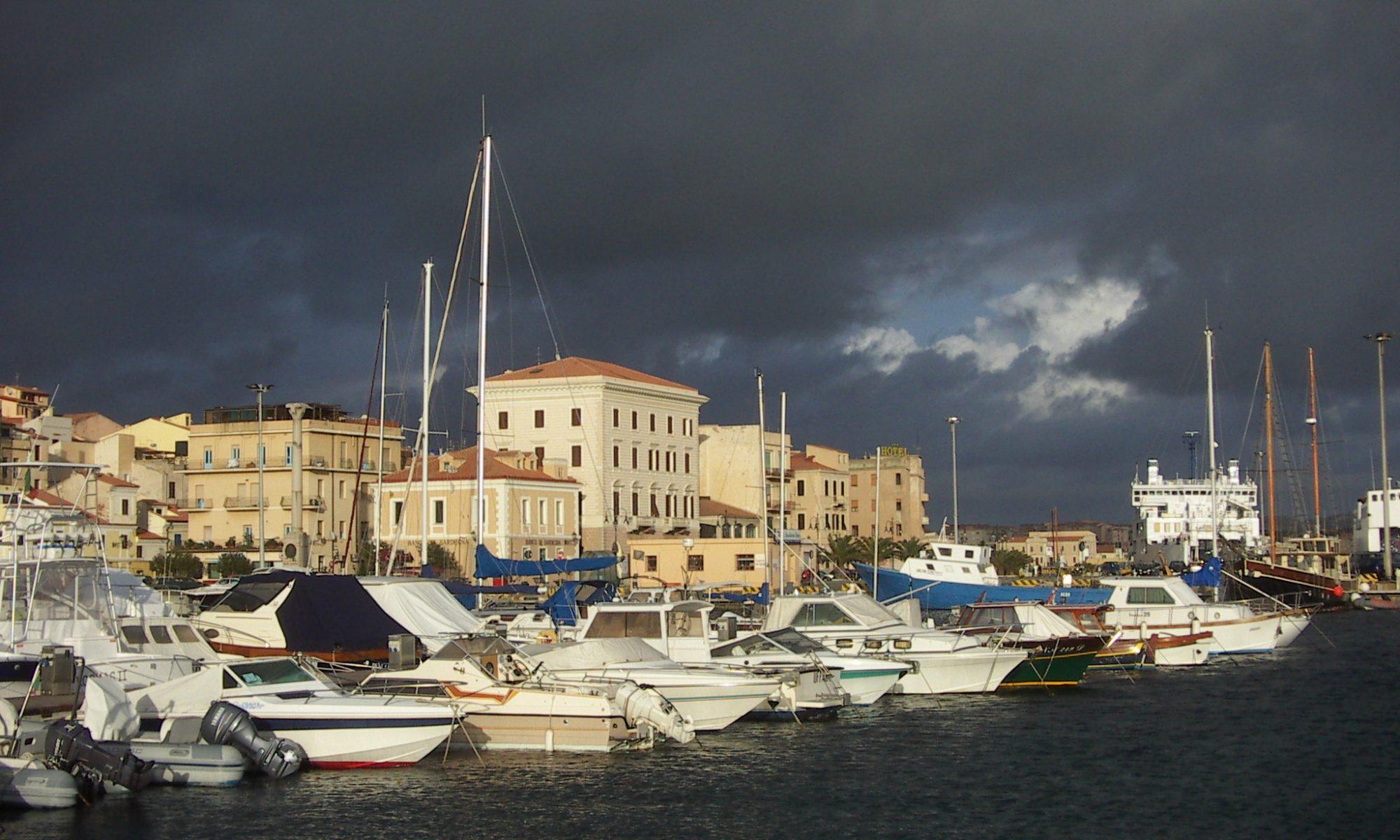La Maddalena Cala Gavetta im anrückenden Schlechtwetter